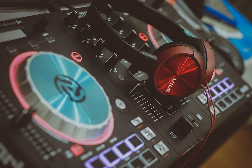 Numark DJ Controller with Sampling Capabilities